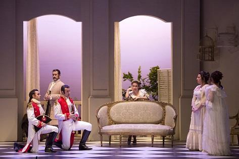 Così fan tutte. Producción de Curro Carreres. © 2018 by Daniel Pérez / Teatro Cervantes.